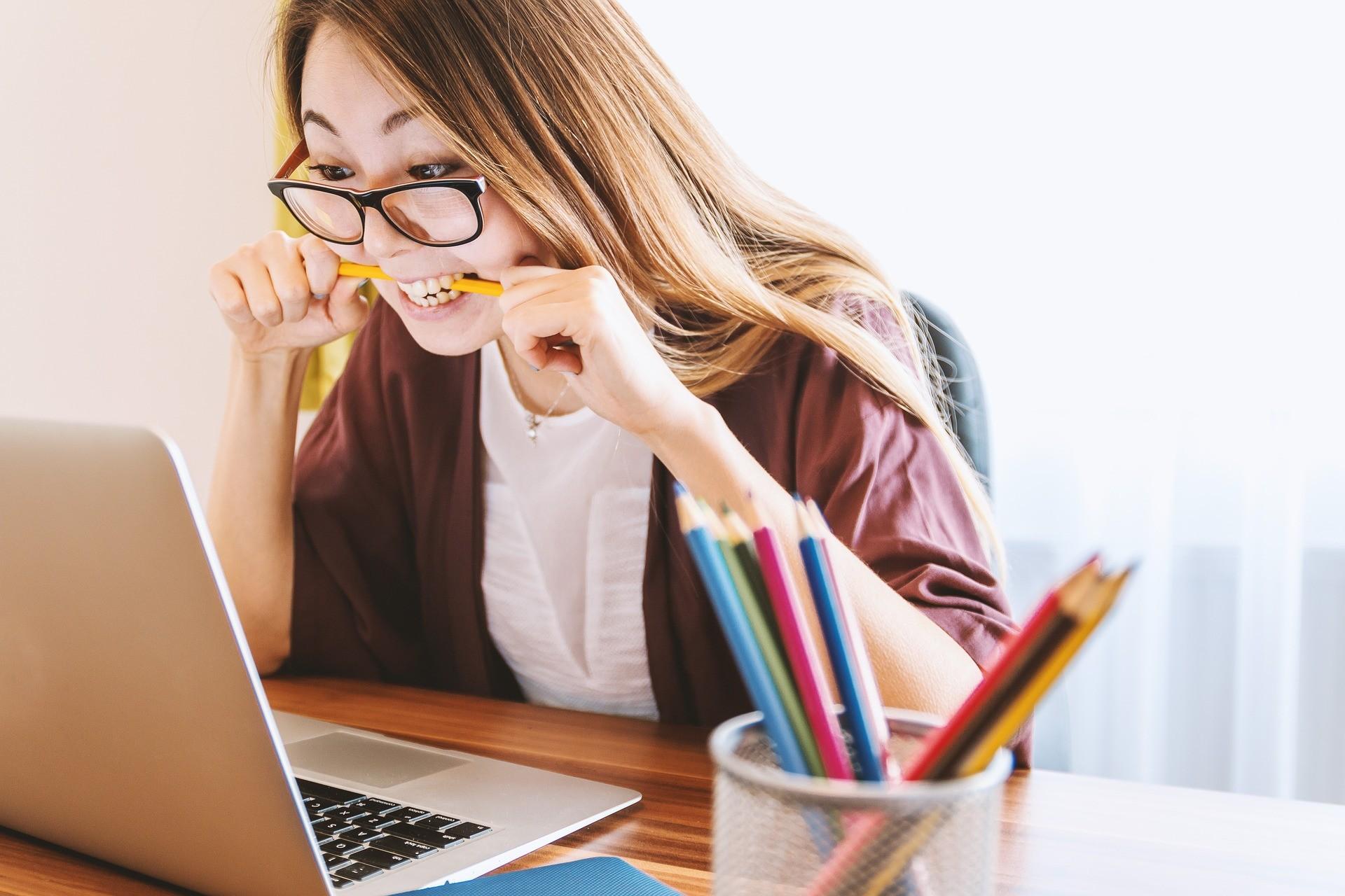 International student checks information online