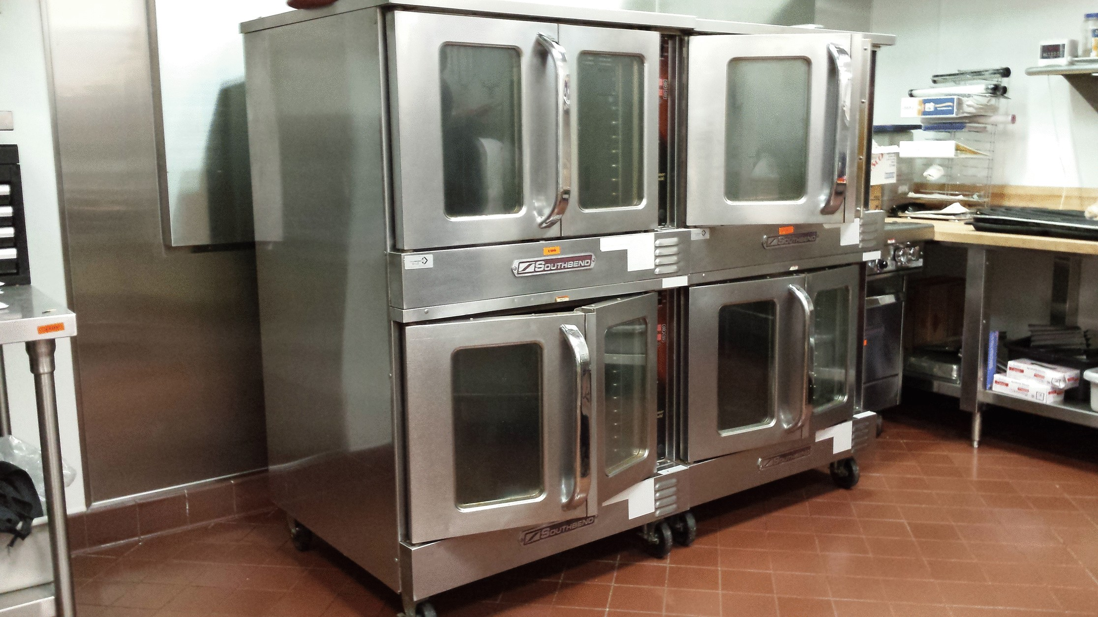 Commercial Kitchen cleaning services. Restaurant Kitchen cleaning ...