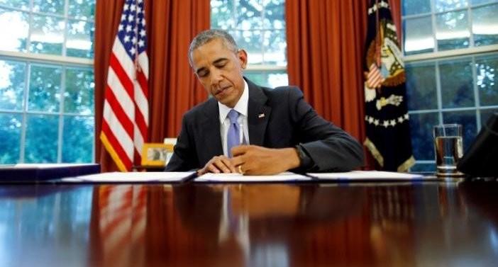 President Obama signing the cancer moonshot bill